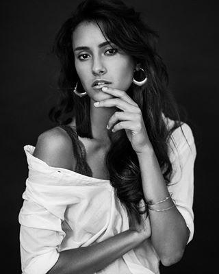 shooting portrait fashionphotography studio photography porträts bilder model fashion blackandwhite