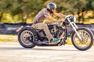 biker custom fast garage harleydavidson motorsport panning panningshot race road speed sportphotography sprintrace sunset