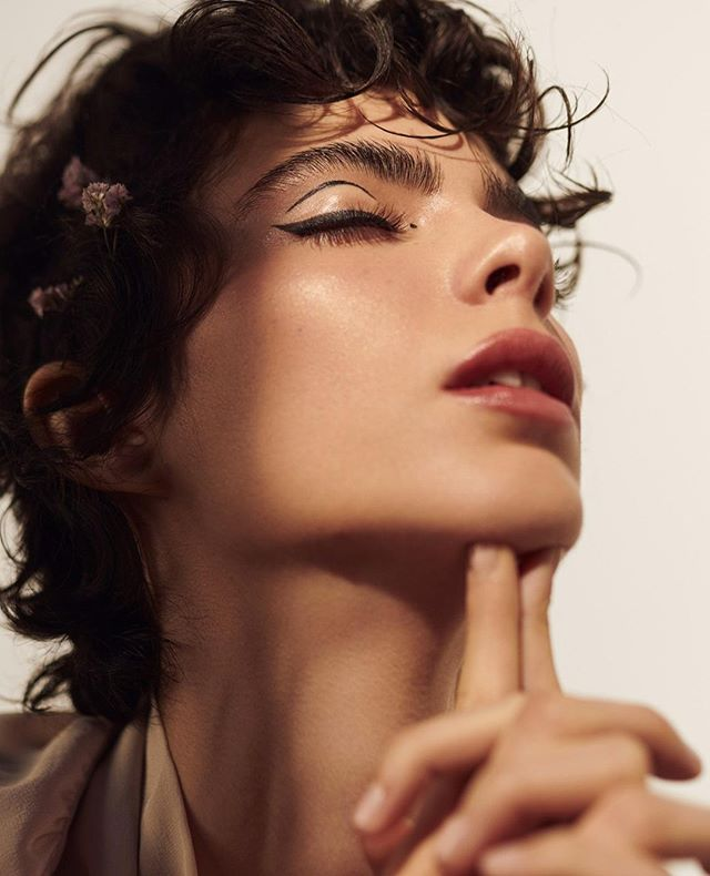 photography lashes postproduction skin curls beauty makeup artliner alba love sun print magazin