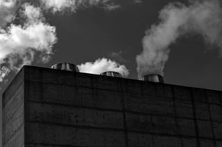 blackandwhitephotography clouds smokestack photography nuvole concrete cloud rome bnw project bnwphotography photooftheday photooftheweek sky photoofthemonth picoftheday photographer heating reflection blackandwhite roma