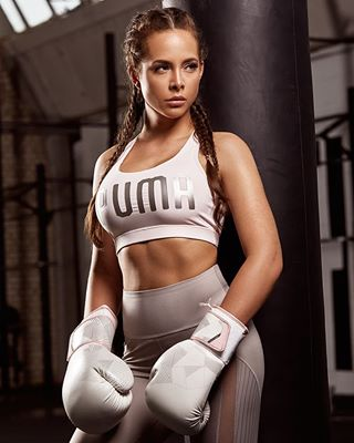fashion mittens workout punch gym personaltrainer portrait sport training fitfam commercial stronggirl motivation sandbag braidedhair sexy thanks2mymodel boxing athlete lifestyle cute fitness lefu lefuphoto fitnessmodel