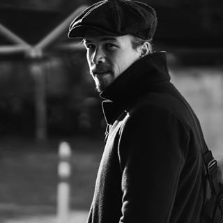 bnwportrait cologne düsseldorf köllefornia köln malemodel man ootd pose shoot street streetphoto streetphotography winter wintercoat