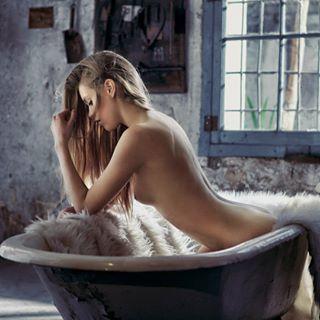beautygirl rubiamood bravogreatphoto pinup bathroom latina boudoir model artistic_nude fashion lingerie beauty