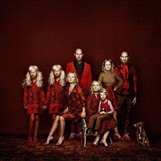 frankundsteff royal studioportrait redcarpet seasonsgreetings twins familiportrait fashionphotography happyholidays stylish christmasselfie worldinred