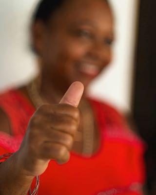 backtocolor portrait portraitphotography vedado blackwomen color lahabana cuba retrato blackwoman portraits fotografiadocumental retratos documental colour estudio studio documentaryphotography