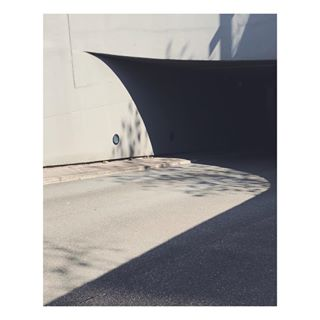 looktwice lightdrawing depth intreaging perspective shadow postcollective minimal aug2018 summer germany architecture contrast rsa_minimal geometry curves tv_simplicity düsseldorf archaicmag parkinggarage