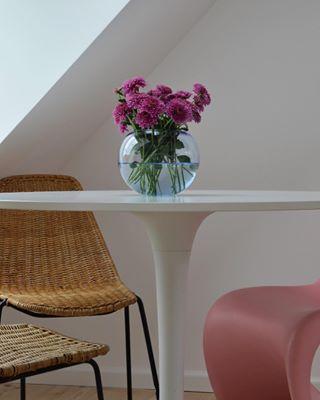 kitchendesign wideangle realstate livingroom photography danishdesign scandinaviandesign roomporn copenhagen flowerpot kitchen flowers interiordesign