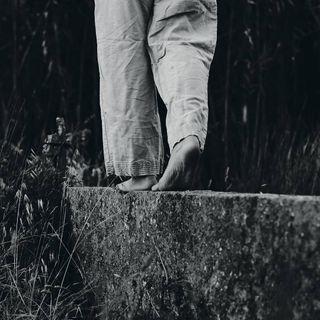 photography blackandwhite summer summertime barefeets walkingonthemoon fujifilm xf56mm sustainablefashion bubu ladyofthesea feet portugal kokofotografia dreamermag esfujifilmx fujixt3 daydreaming wanderer backyard barefeet
