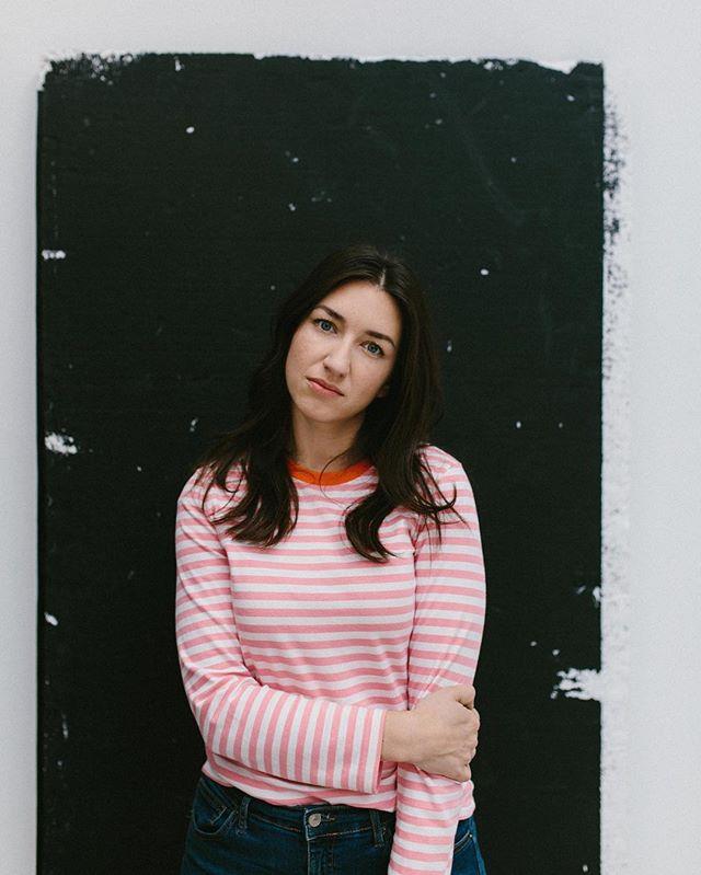 makeportraits moment naturallight vienna confidence_portrait lookslikefilm capture fotografie portrait light red confidence maximiliansalzer