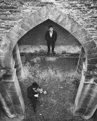 whpframeit blackandwhite whp tamron2470 soloists belgium canon6d photoshoot violin musician yannisgutmann chambermusic piano tamron belgique wideangle identity 24mm bwportrait ruins belgie abbey