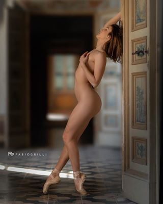 insta_mood_photography macerata naturallight dancing photo instagram art photooftheday portrait marche modellife portraitphotography onelight godox nikonitalia ballet photography balletdancer shootingday civitanovamarche dancers balletstudio portraitlove danzaclassica dancer sensual ballerina