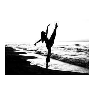 leicacraft leicaphotography bnw session ballerina dance leicaphoto blackandwhitephotography leicam photography shadows sunset kubabaczkowski performance leicacamera ballet see blackandwhite kulturafizyczna leica art beach