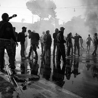 telling manifestation storytelling roma blackandwhite youngme reportage sangiovanni reflection photographer perfectshoot 6d