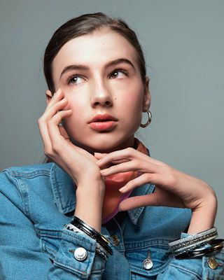 fashion beautydish portrait hands oldschool jeans budapest studio hungary beautiful nikon girl beauty 2470mm april
