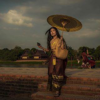 sunset umbrella woman temple girl thailand model ayutthaya watchaiwatthanaram traditional