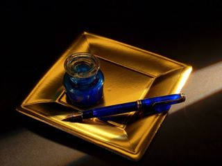 real composition unreal yellow stilografica precious ink gold light stilllife blue