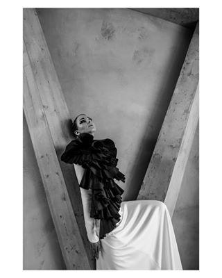 bnw editorial fashiondesign hautecouture visualstatements bestteam daskleidsalzburg highfashion bnwphotography awakethesoul vibration love blackandwhite panzerhalle edgy fashioneditorial
