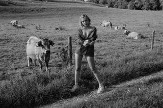 bw ammersee model blogger girl blazer girls blacknwhite nike outfit vegan nikeairforce1 kuh münchen blonde cow prettylittlething shootingday land