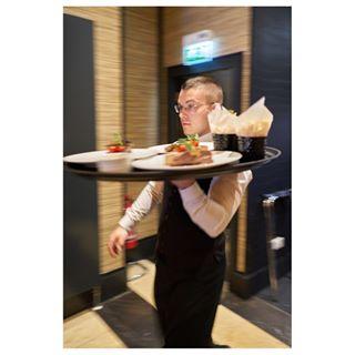 serviceplease waiter thehonoursbrasserie edinburgheateries edinburghphotographer martinwishart