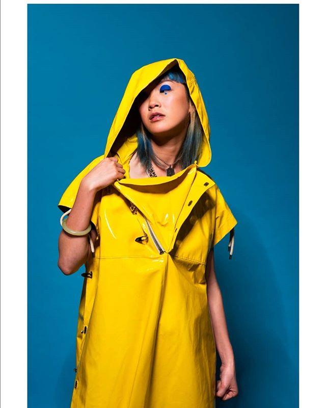モデル flash shooting art paris woman love ファッション yellow new カメラマン photoshoot bluehair nique photographer パリ fashion thiswoman lovalova 愛 color portraitphotography photography picture model style 撮影 picoftheday