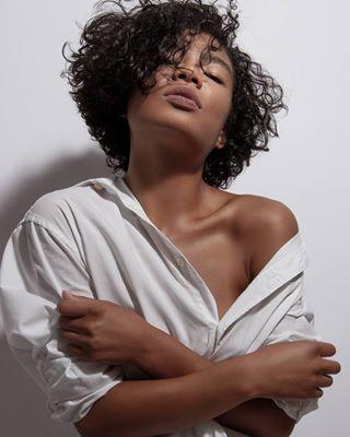 portraitsmadeingermany curlyhair portraitoftheweek whitedress