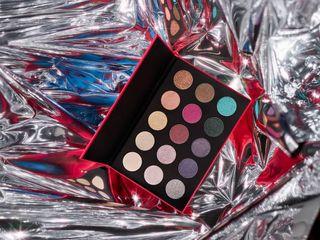 stillliferetouching stillliferetoucher productphotography stilllifephotography makeupbrand eyeshadowpalette
