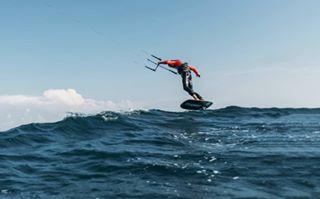 kiteaddict foil gokiting kiteboarding sky kiteloopclub sea adabojana wave kitezone foilkiteboarding