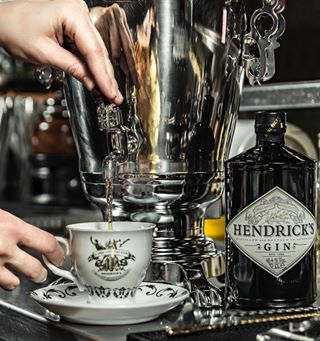 hendricksgin wintercocktail ginlovers gingin cocktailrecipes brickbar bartourist hotcocktails samowar gincocktails