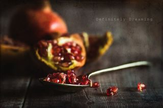 feelfreefeed slowdownwithstills pursuepretty pomegranate foodstagram fouriadorefriday pomegranateseeds