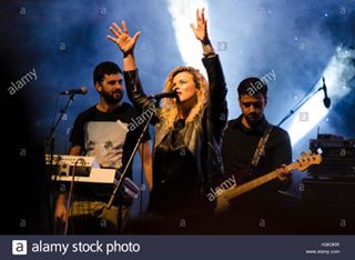 performing stage music band entertainment light dani singing musician musical veles microphone show star rock danidimitrovska live performer concert singer rockandroll woman pop night piti