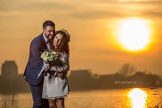 5dmarkiii professional beautiful highspeedsync by groom alinciprian photographer bride weather gear happytime deepsoftbox godoxad600 yesido people engagement canon focuslight photography warmlight canonphotography funnymoments
