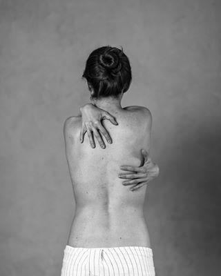 arms artphotography back body bodygirl ciało girl młodapolskafotografia modelka monochromatic nudityart plecy polishgirl polishmodel polishphotographer polishwoman portraitvision qqmodels takikadr warsawmodel warsawphotographer warsawwoman