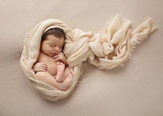newbornsession newbornphotography newbornphotographermunich newbornphoto newbornbaby newbornart newborn neugeborenenfotoshooting neugeborenenfotos neugeborenenfotografiemuenchen neugeboren