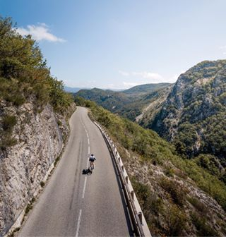 bikeporn cyclingshots gutemacher cyclinglife ciclismo drones aerialphotography fixie cyclist outsideisfree velo aerial frenchriviera mtb roadbike bike dronegear dronestagram cycle nizza droneoftheday cycling cotedazur dronefly bicycle strava dji triathlon cyclingphotos fixedgear