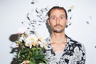 arieelmaleh portrait actor instadaily pivoines picoftheday pictureoftheday flowerpower flashcanon frenchactor photoshoot