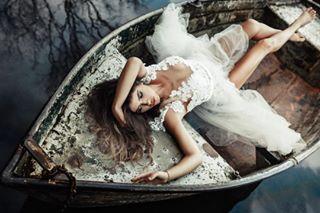 bride emanuelhendrik happy dress girl ehbirde model boat love photography