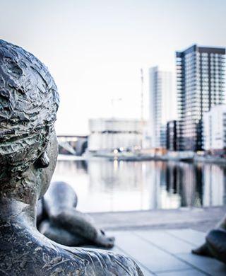 statue stilllife architecture water