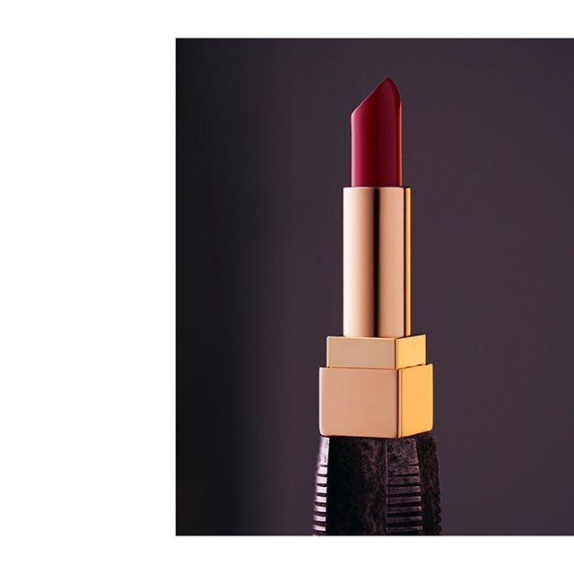 gold stilllife lipstick ysl red light