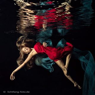 pool lightroom peoplephotography photograph diving sensual germany underwaterfineart nocrop canon underwaterart photoshop instaphoto photography nudeart photooftheday darkness potd ladyinred availablelight canonphotography edit photo lichtfang underwater perfection photographer fineart weimar