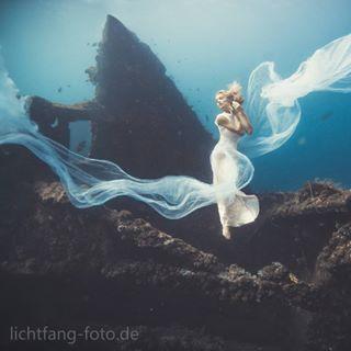 photography underwaterphotograpy sony girlsthatscuba wreckdiving lichtfang underwaterfashionphotography underwaterphotos diving balidiving uslibertywreck tulamben sonya7iii underwatermodel underwaterart taucher