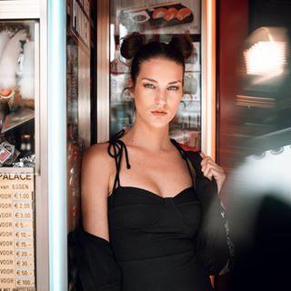 photograph portraittogs talent neon eyes hairstyle funfair knots photographer photoshoot shoot tilburg