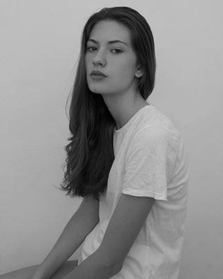 natural nomakeup portrait effortless portraitphotography blackandwhite grey model