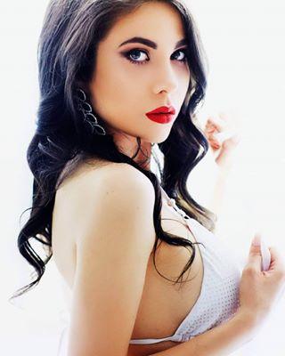 redlips photography shooting white shoot lingerie naturallight brunette tb