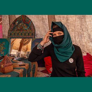 orient nikab hijab peoplephotography muslimgirl arabiangirl instadialy beautiful arabwoman abaya arabbeauty pentaxk5 portraitphotography portrait