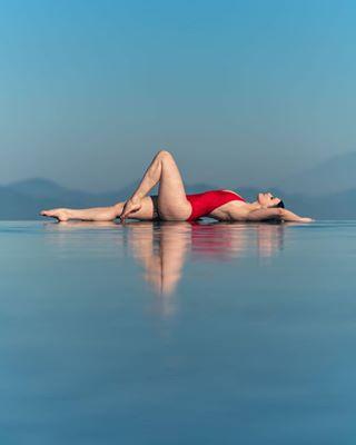 modellife infinitypool bali photoshoot swimsuit love swimmingpool beautiful modeling model reflection mundukmodingplantation