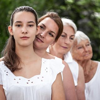 bond daughter fading generations igersvienna love lovemyjob mothers nikon nofilter📷 people peoplephotography photographer portrait portraitphotography sunlamahn