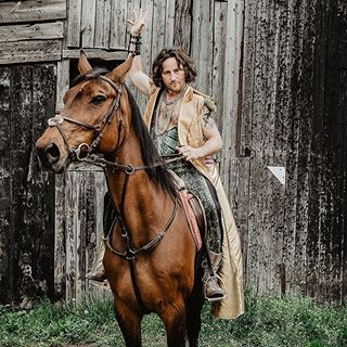 actor aktor aktorzy beautydish belovedstories canon canonpolska cegly costume creativeportrait emocje emotions equestrian horse horseride industrial kon miasto photooftheday photoshoot picture pose profoto sesjazdjeciowa stable teatr theatre