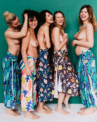 femalepower happywomen freethebody freeyourbody realwomen matki happygirls femalebodies ilovemybody naturalwomen floralprints printedtextiles loveyourcurves kobiety mums prints pregnant toples freethenipple mothers