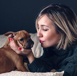dog model cute love kiss blonde art girl bulldogfrances cosy frenchbulldog pink beauty