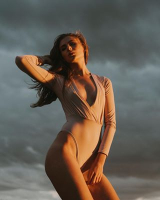 portfolio editorial shoot photographer face squezzemagasine body wlyg model